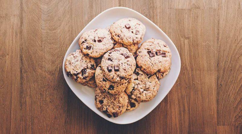 Biscoiteira e dar biscoito